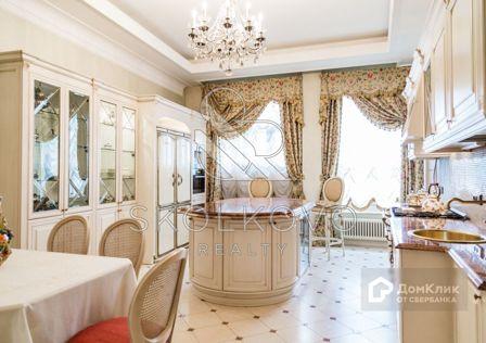 Продаётся 5-комнатная квартира, 215 м²