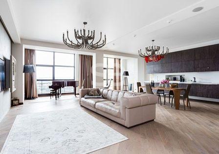 Продаётся 3-комнатная квартира, 180 м²
