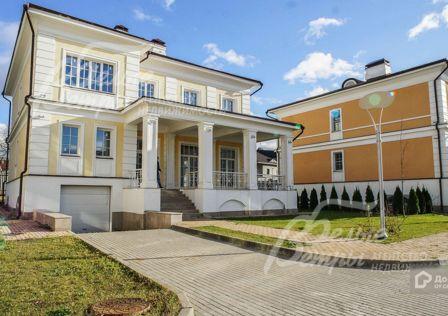 Продаётся 3-этажный дом, 422 м²
