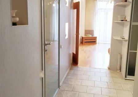 Продаётся 4-комнатная квартира, 96.4 м²