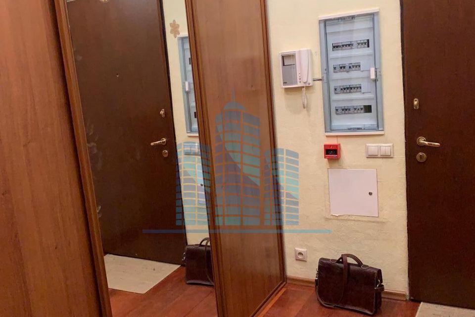 Продаётся 4-комнатная квартира, 145 м²