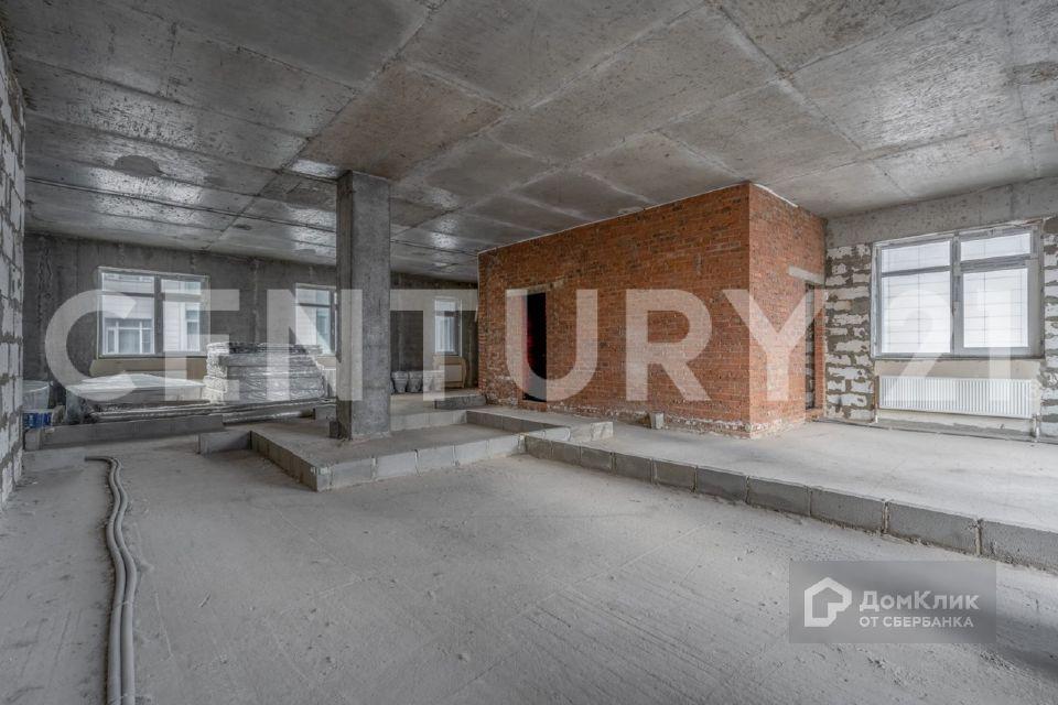 Продаётся 4-комнатная квартира, 165 м²