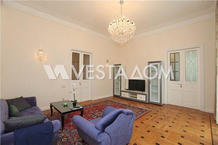 Продаётся 5-комнатная квартира, 200 м²